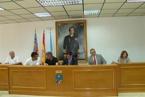 De Izda a Derecha: Vicedirectora IES 1 Libertas, Presidente APTCE, Alcalde, Concejal Educación, Profesores IES Libertas Colaboradores Expedición Tatra
